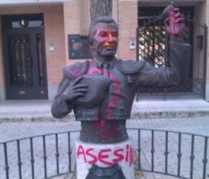 mid_Ataque-escultura-a-El-Fundi